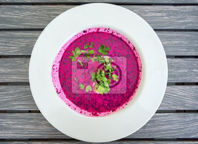 Chłodnik - studená polévka lesk řepa, slavný pokrm z polského cuisin