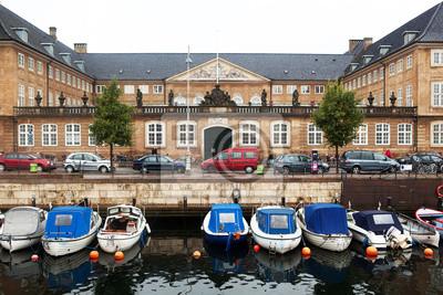 Čluny a hrad v Kodani.