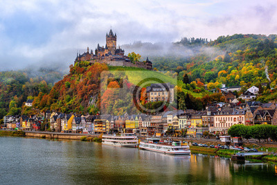 Cochem, krásné historické město na romantické řece Moselle, Německo