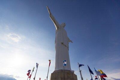 Obraz Cristo del Rey socha Cali se světovými vlajkami a modrá obloha, Col