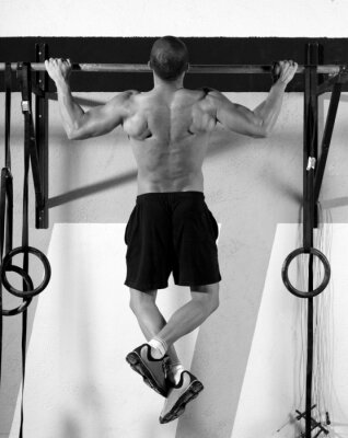 Obraz CrossFit prsty na bar člověkem pull-up 2 bary tréninku