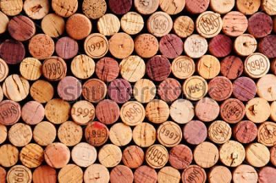 Obraz Detailní záběr na stěnu fotografií vína. Náhodný výběr vínných uzávěrů, někteří vinobraní. Horizontální formát, který vyplňuje rámeček.