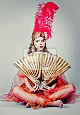 Dívka oblečená jako královna východ