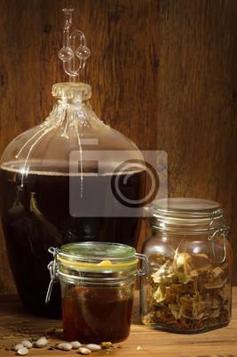 Domácí víno v suterénu s medem