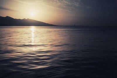 Obraz Dramatické barevné přímořská krajina. Moře, slunce a nebe