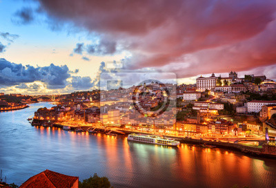 Dramatické slunce v portugalském Portu