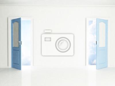Dvě otevřené dveře v interiéru