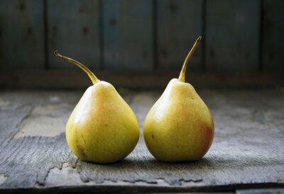 Obraz Dvě žluté Hruška dvojčata na dřevěné podlahy, zátiší