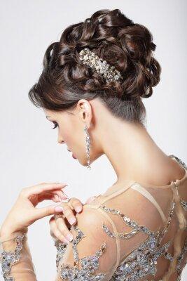 Obraz Elegance. Chic. Krásná brunetka s nóbl účes. Luxus