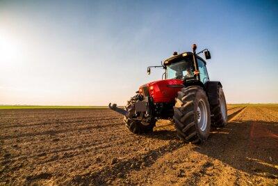 Obraz Farmář hnojením orné půdy s dusíkem, fosforem, draslíkovým hnojivem