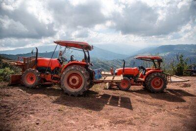 Obraz Farmář s traktoru setí plodin