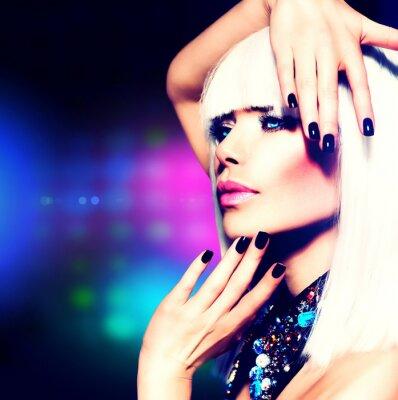 Obraz Fashion Disco Party Girl Portrait. Fialová make-up a bílé vlasy