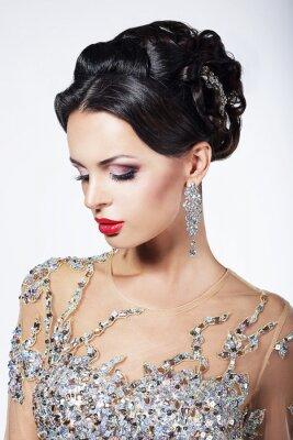 Obraz Formální Party. Modelka ve formální Lesklé šaty s klenoty