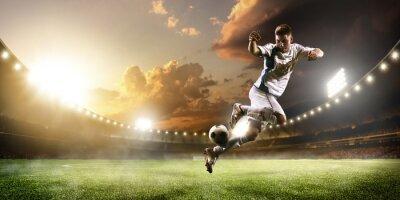 Obraz Fotbalista v akci na slunce stadionu panorama pozadí