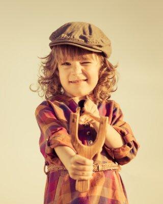 Obraz Funny dítě natáčení dřevěný prak