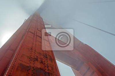 Golden Gate Bridge v mlze