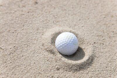 Obraz Golfový míček v lapák písku