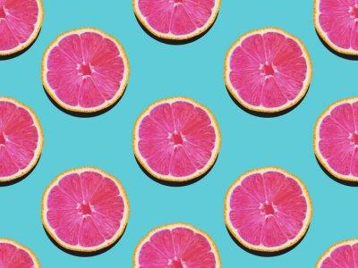 Obraz Grapefruity v plochých ležel Ovocný vzor grapefruitu s růžovou dužinou na tyrkysovém pozadí Pohled shora Moderní ploché fotoalbum v pop art stylu