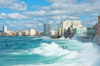 Obraz Havana panorama s velkými vlnami na moři