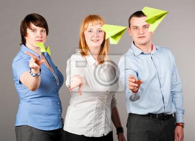 házení papírových letadel