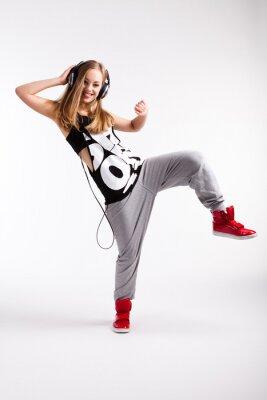 Obraz Hip-hop tanečnice se sluchátky na uších