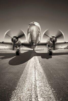 Obraz historické letadlo čeká na vzlet na dráze