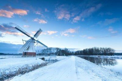 Obraz Holandský větrný mlýn ve sněhu v zimě