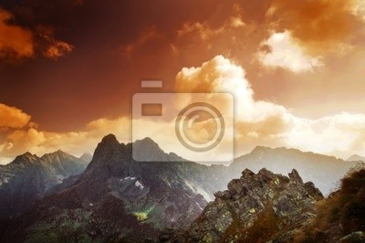 Hory západ slunce na šířku