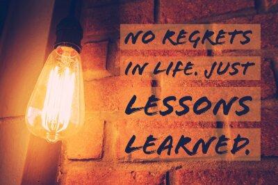 Obraz Inspirační a motivační citace na rozmazané pozadí žárovky s vinobraní