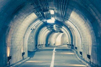 Obraz Interiér městského tunelu u hory bez provozu ..