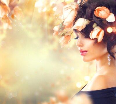 Obraz Jarní žena s magnólie květiny ve vlasech