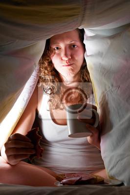 jíst v posteli