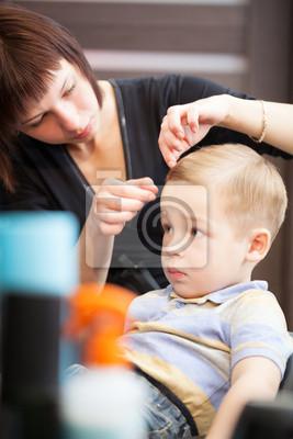 Kadeřnictví dokončení chlapci účes s nastavením vlasy