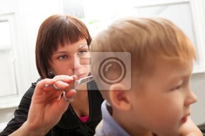 Kadeřník stříhání malých chlapců vlasy