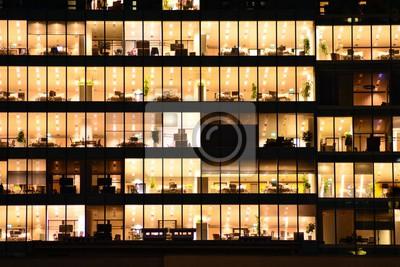 Obraz Kancelářská budova v noci. Pozdní noc v práci. Skleněná opona zeď kancelářská budova