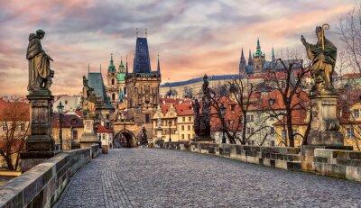 Karlův most a Pražský hrad při západu slunce, Česká republika