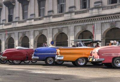 Obraz Klasické americké vozy v Havaně na Kubě