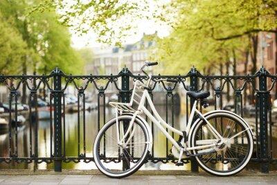 Obraz kolo na ulici v Amsterdamu městě