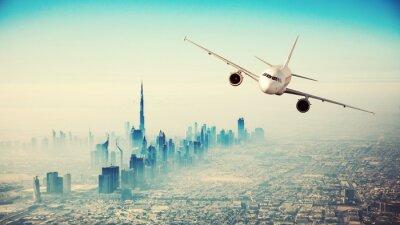 Obraz Komerční létání letadlo přes moderní město