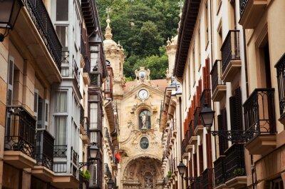 Kostel ve starém městě San Sebastian, Španělsko.