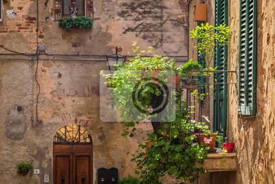 Krásná balkon zdobené květinami v Itálii