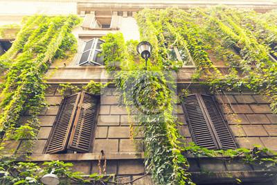 Krásná budova v historické části Říma, Itálie