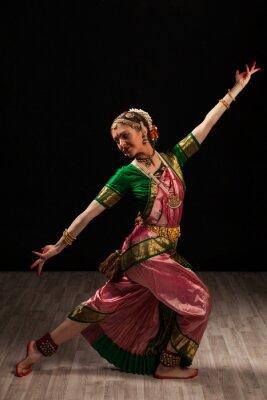 Obraz Krásná dívka tanečnice indického klasického tance Bharatanatyam