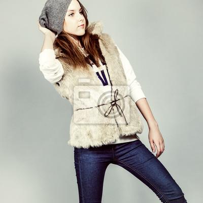 Krásná dívka v zimním oblečení
