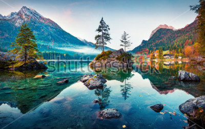 Obraz Krásná podzimní scéna na jezeře Hintersee. Barevné ráno pohled na bavorské Alpy na rakouské hranici, Německo, Evropa. Krása přírody pozadí koncepce.