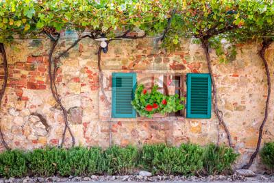 Krásná veranda zdobené květinami v Itálii