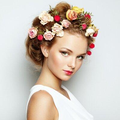 Obraz Krásná žena s květinami. Dokonalá tvář pokožku. Krása portrét
