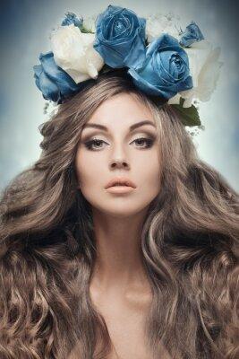 Obraz Krásná žena s květinovým věncem.