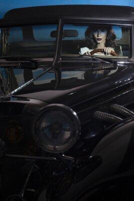 Obraz krásná žena v autě bohatosti