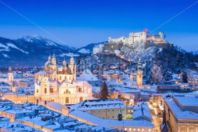 Obraz Krásný výhled na historické město Salzburgská pevnost Hohensalzburg v zimě, Salzbursko, Rakousko
